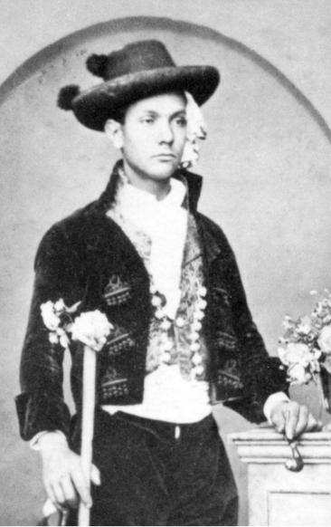 Hombre con un sombrero calañés